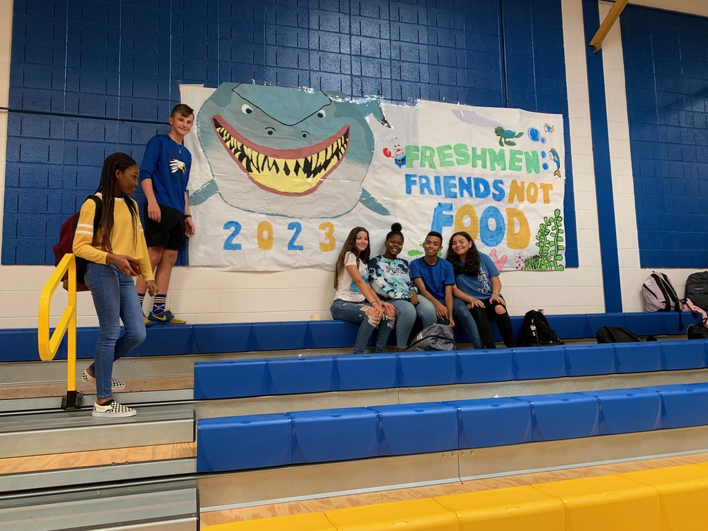 Thanks freshman students who helped with our Banner! Some are missing from picture!!!