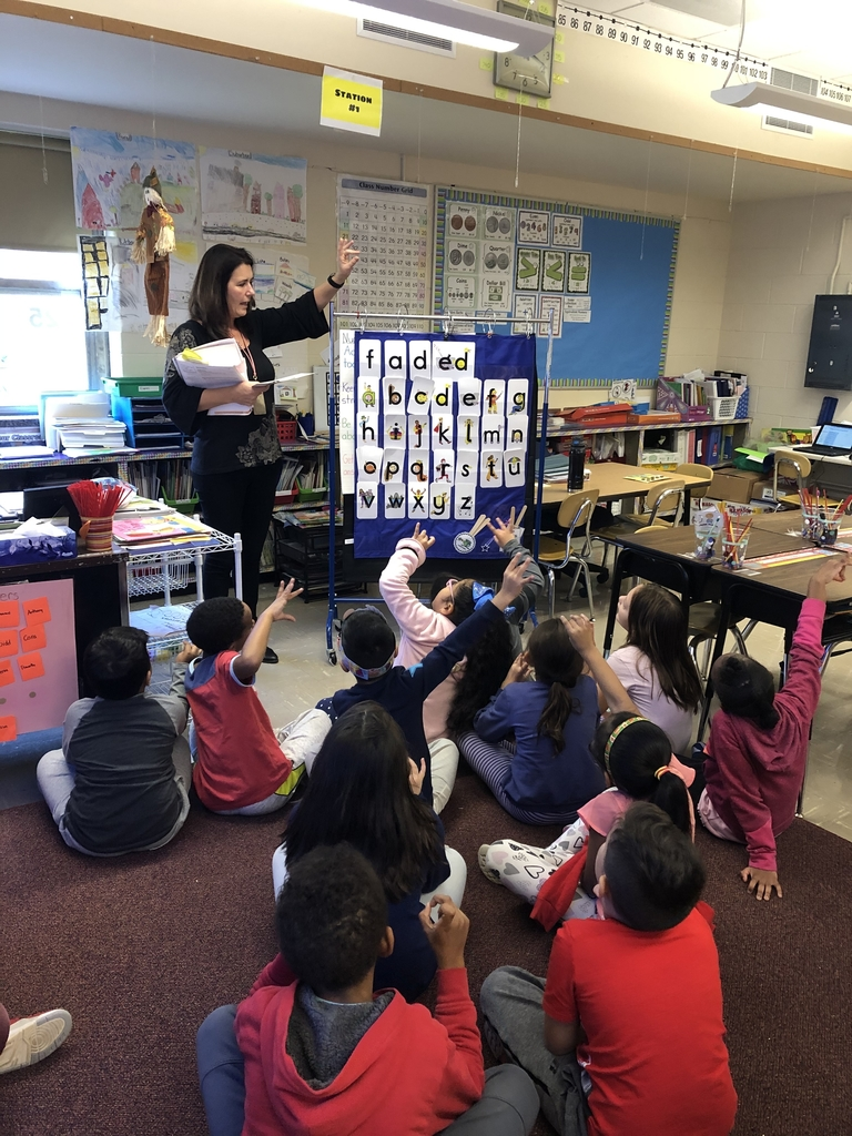 Miss Rudolph and Mrs. TEKKOC's class in Letterland tapping out the sounds in words to learn the 3 sounds in -ed.